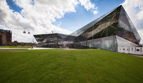 采用了现代化的楼宇技术打造现代绿色建筑