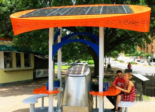 看到这样的多功能太阳能充电站,那些专门用于电动汽车充电的充电桩