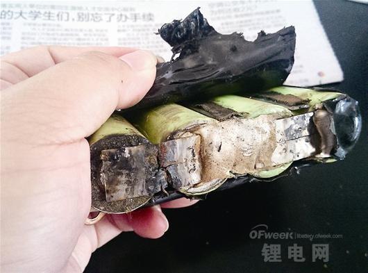 """山寨苹果充电宝良""""芯""""缺失 起火爆炸""""维权难"""""""