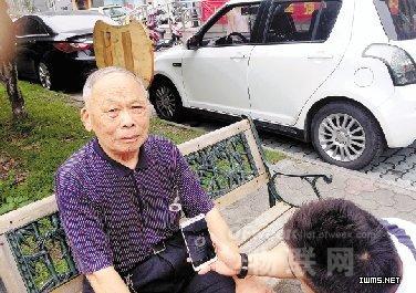 杭州老人用上二维码身份牌