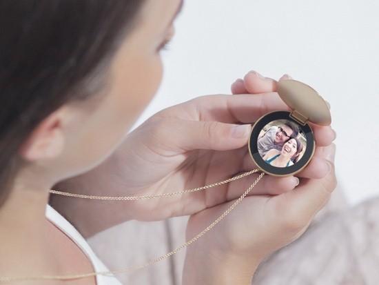 智能项链:圆形屏幕+可显示照片或消息